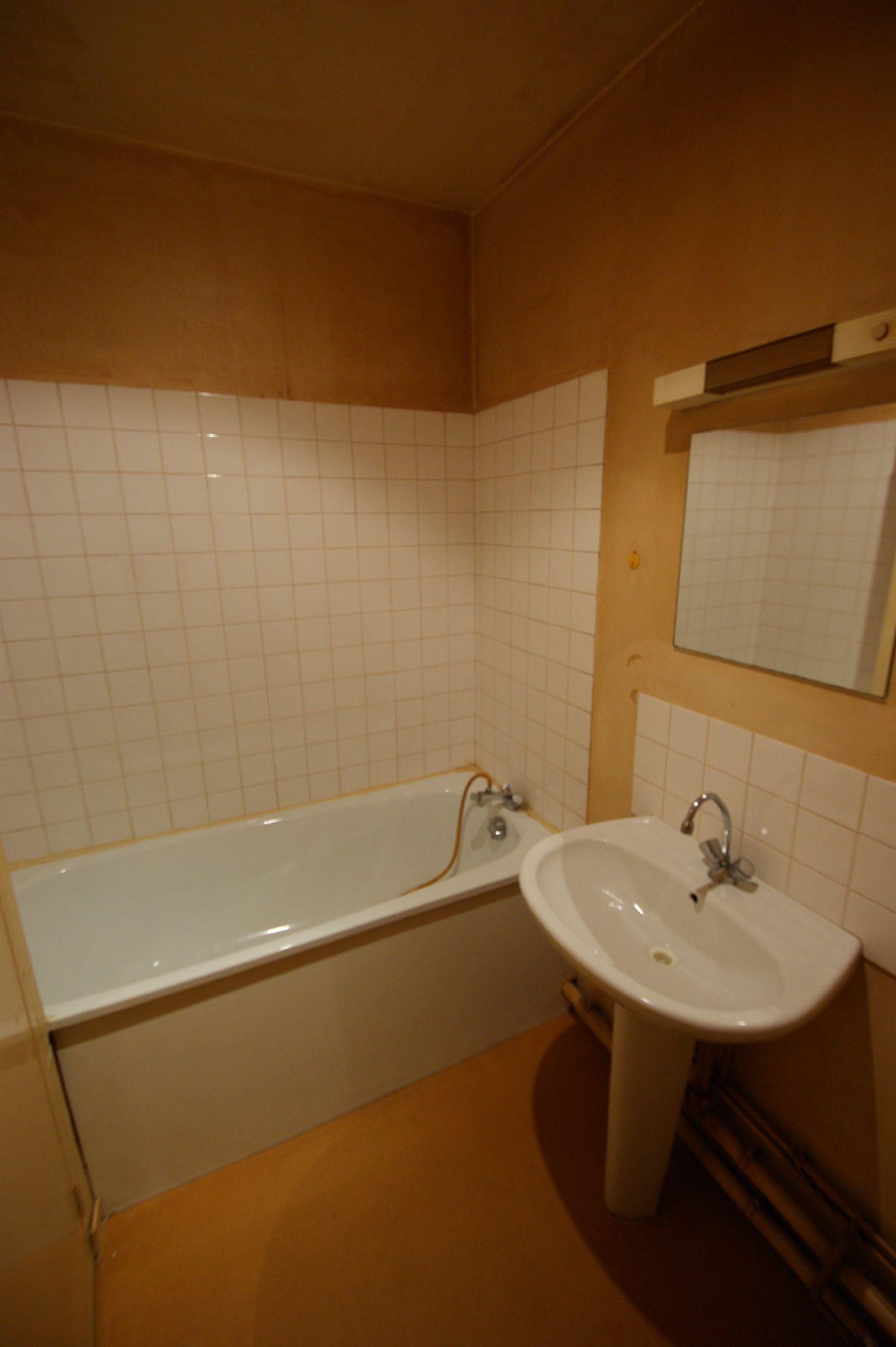 La rochelle renovation entreprise de r novation d for Travaux salle de bain